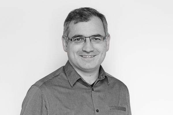 Péter Gábor DLA